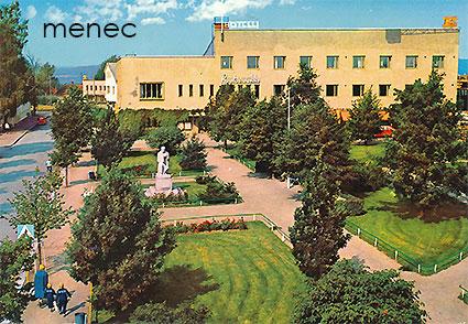 Antikvaarinen kirjakauppa Menec - Karkkila, Keskuspuisto ja hotelli Rautaruukki