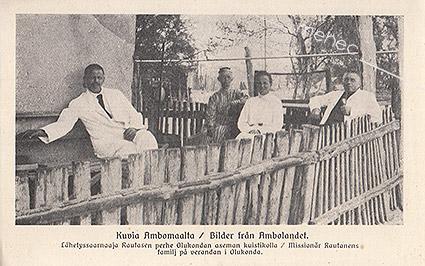 Kuvia Ambomaalta / Lähetyssaarnaaja Rautasen perhe Olukondan aseman kuistikolla